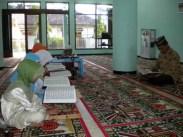 anak-anak sedang membaca Al-Qur'an di Masjid Al-Muhajirin, Kompleks Perumakan Sekodono Permai