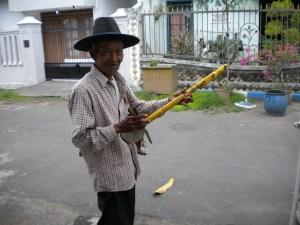 bermain musik indah sekali