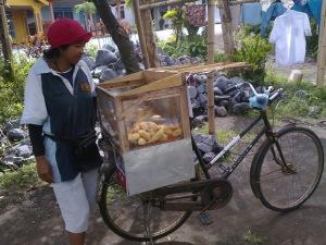 azizah ibu pekerja keras