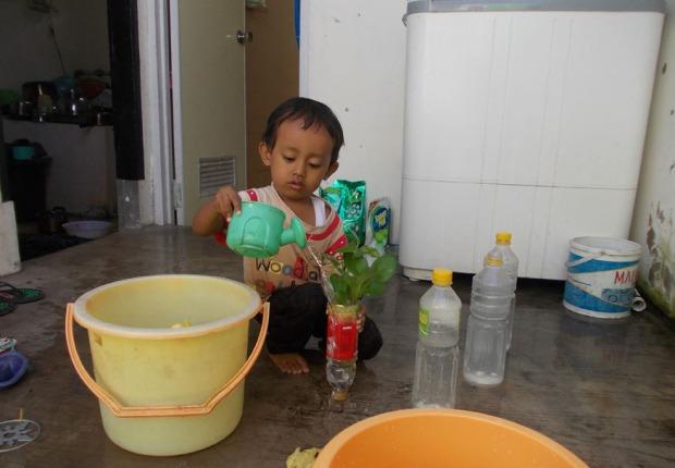 sebegai-media-belajar-untuk-anak-menganti-air-cukup-1-minggu-sekali-tips-membuat-bunga-segar-di-dalam-rumah